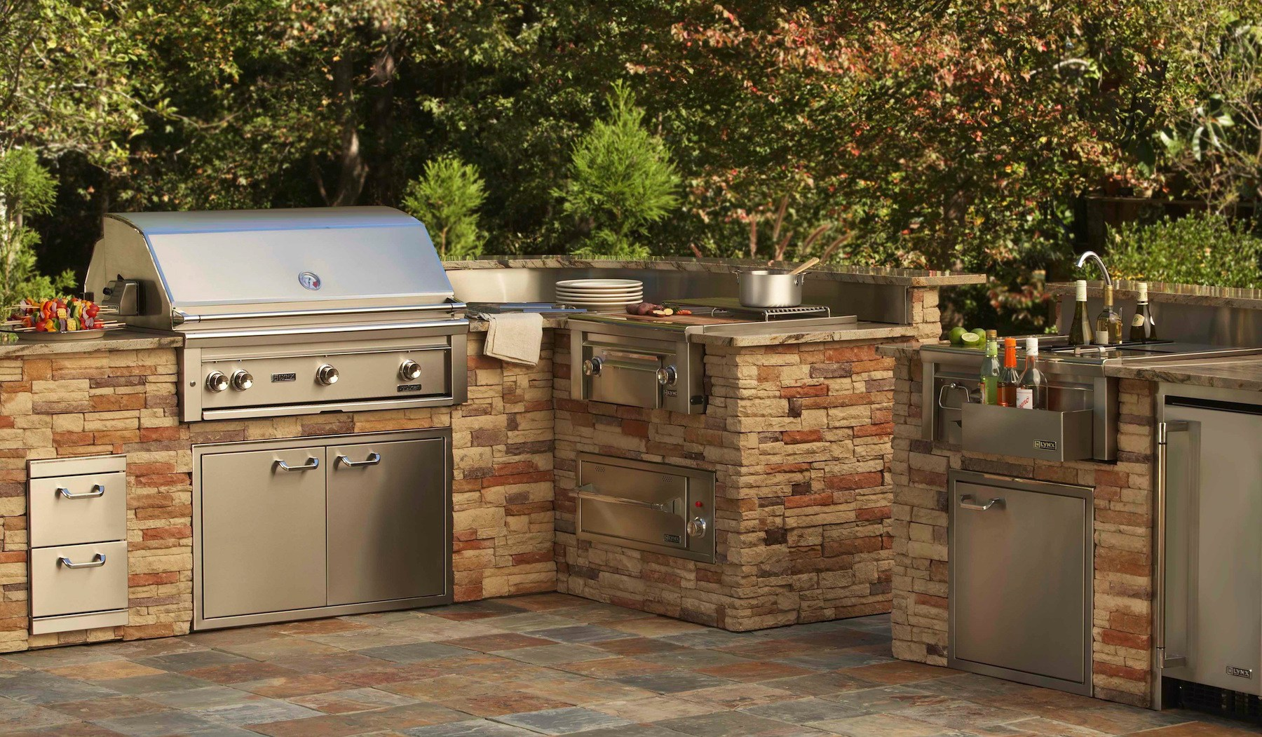 Lynx-Professional-Built-in-Barbecue-Grills-Outdoor-Kitchens-of-Southwest-Florida
